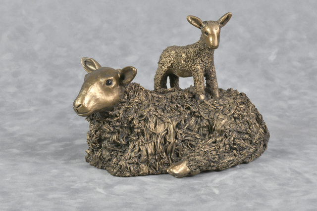 Frith Sculpture Ewe with Lamb