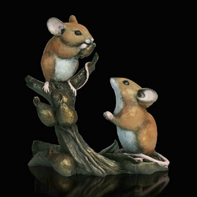 232BR Mice with Rosehips